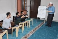 تركيا تكرم 5 من حفاظ القرآن الكريم الصمّ برحلة لأداء العمرة