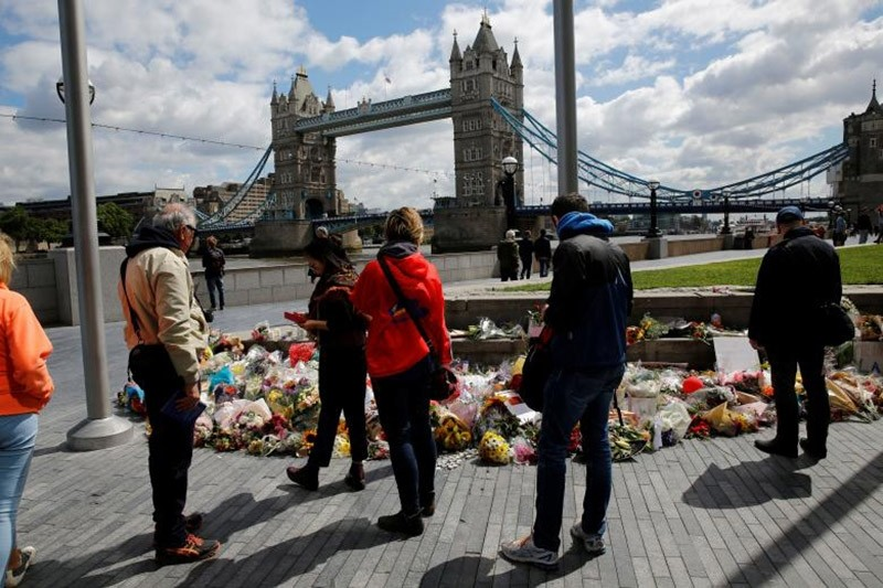 Floral tributes are seen near the scene of the recent attack at London Bridge and Borough Market in central London, Britain June 7, 2017. (Reuters Photo)