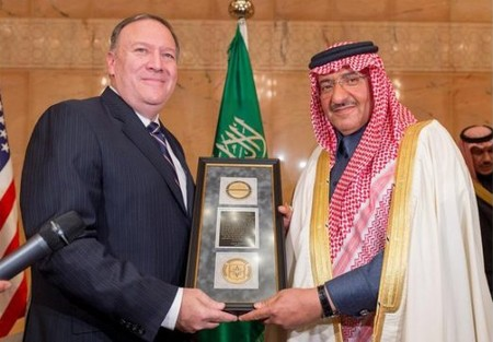 "CIA Director Pompeo hands the ""George Tenet Medal"" to Saudi Crown Prince Mohammed. (Credit: SPA)"
