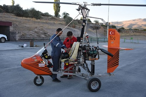 Turkish doctor, textile worker build gyrocopters in central
