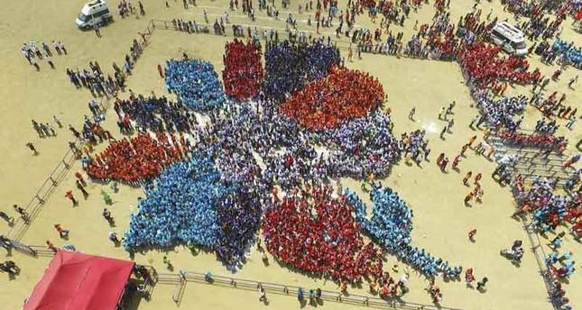 أطفال أنقرة يسجلون رقم قياسي لأكبر موزاييك بشري