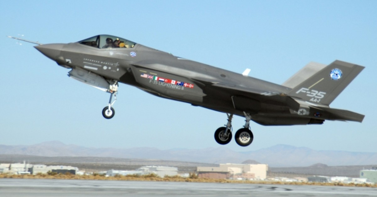 This file photo shows an F-35 joint strike fighter, marked AA-1, landing at Edwards Air Force Base in California, on Oct. 23, 2008. (Photo: U.S. Air Force / Senior Airman Julius Delos Reyes)