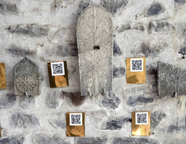 Tokat's tombstones explained with QR code application