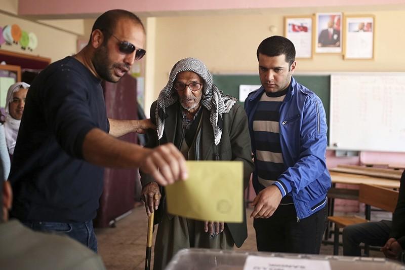 Turkey votes in groundbreaking constitutional change referendum