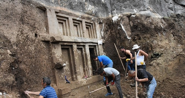 Excavation team trying to unearth the 2,400 year-old sepulcher in Antalya's Demre district (DHA Photo)