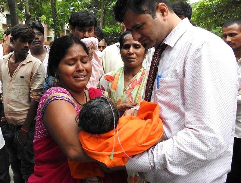 Relatives mourn the death of a child at the Baba Raghav Das Hospital in Gorakhpur, in the northern Indian state of Uttar Pradesh, on August 12, 2017. (AFP Photo)