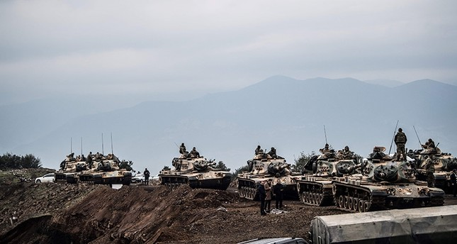 Turkish army tanks wait near the border before entering Syria, on January 21, 2018 at Hassa, in the Turkish province of Hatay, near the Syrian border. (AFP Photo)