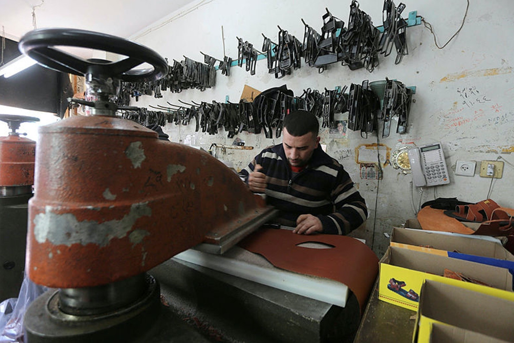 Leather craftsmen in El-Khalil, Palestine are trying to sustain their job, resisting against imported goods and Israeli embargo.
