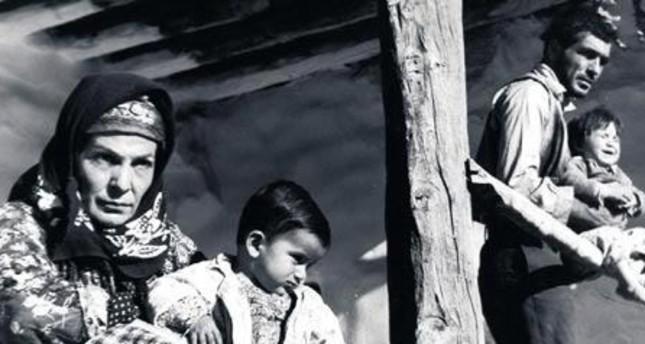 """Screenshot from the 1962 film """"Yılanların Öcü"""" ( Revenge of the Snakes)"""