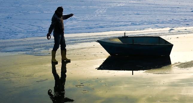 Daredevil fishermen brave the ice on Lake Van