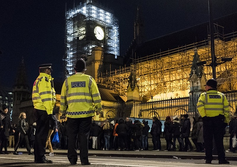 Police watch over revellers ahead of New Year's Eve Fireworks in Central London, Britain Dec. 31, 2017. (EPA Photo)