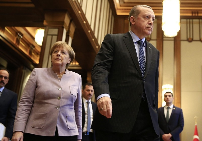President Recep Tayyip Erdou011fan (Right) and German Chancellor Merkel arrive for a press statement after a meeting in Ankara, Turkey, Thursday, Feb. 2, 2017 (AP Photo)