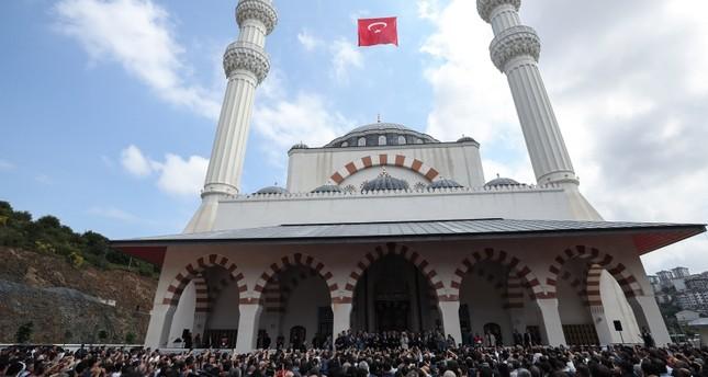 أردوغان يفتتح مسجدا في منطقة أيوب سلطان بإسطنبول