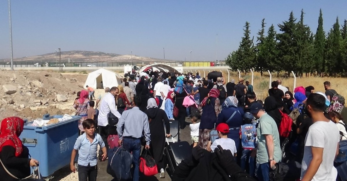 Syrian refugees return home for the Qurban Bayram (Eid al-Adha) holiday, at the u00d6ncupu0131nar Border Gate in the southern Turkish town of Kilis, July 30, 2019.
