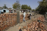 India builds wall to 'hide' slum ahead of Trump visit