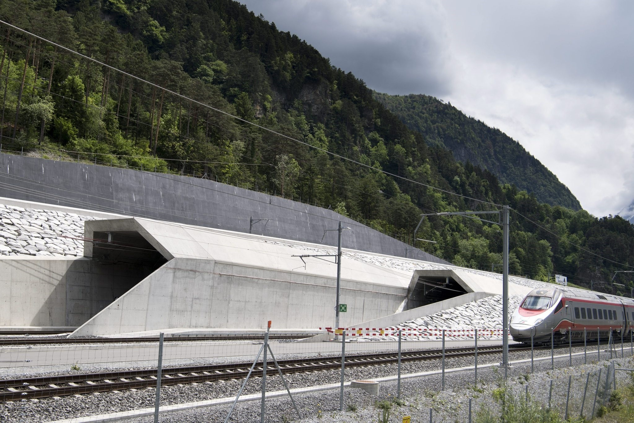A train passes in front of the northern entrance of the Gotthard Base Tunnel on the eve of its inauguration, in Erstfeld, Canton of Uri, May 31, 2016. (EPA Photo)