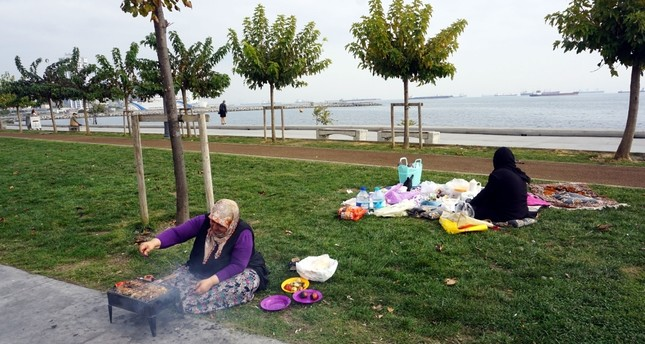 Barbecuing is a favorite pastime for many people in Istanbul. (DHA Photo)