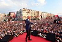 CHP candidate Ince in major Izmir rally ahead of vote