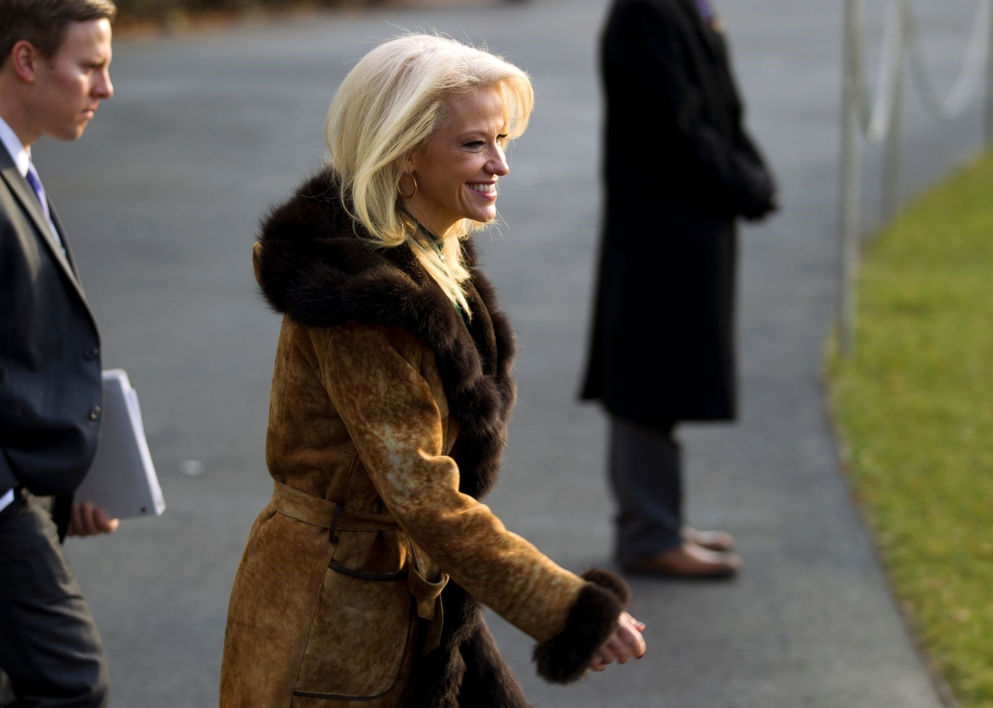 White House counselor Kellyanne Conway walks towards Marine One, during US President Donald Trump departure at the White House in Washington, DC, on December 2, 2017, en route to Joint Base Andrews. (AFP Photo)
