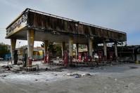 من آثار الاحتجاجات على رفع سعر البنزين في طهران (AP)