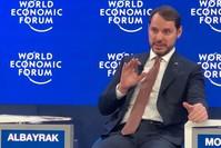 وزير المالية التركي براءت ألبيرق محاضرا في مؤتمر دافوس الأناضول