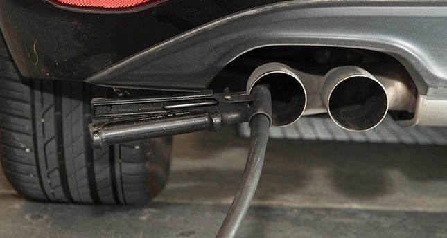 A hose for an emission test is fixed in the exhaust pipe of a Volkswagen Golf 2,0 litre diesel car at the Technical Inspection Agency in Ludwigsburg, southwestern Germany, on August 7, 2017. (AFP Photo)