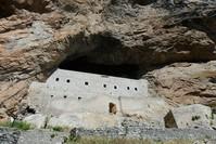 دير مريم العذراء في غيرسون التركية المعلق فوق التلة (الأناضول)