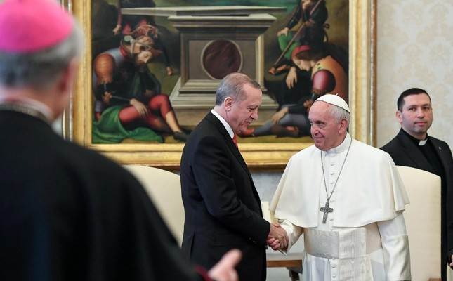 President Erdoğan L at a private audience with Pope Francis at the Vatican, Feb. 5.