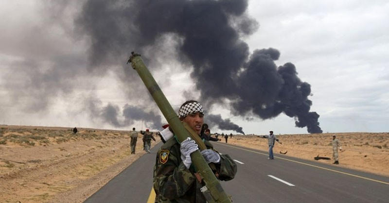 A rebel holds a man-portable air-defense system (MANPAD) during clashes with pro-Gaddafi forces between Ras Lanuf and Bin Jawad in east Libya, March 9, 2011. (Reuters Photo)