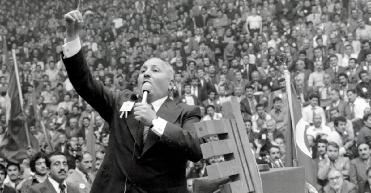 An archive photo depicts the late Prime Minister Necmettin Erbakan delivering a speech to his partyu2019s supporters in a mass rally.