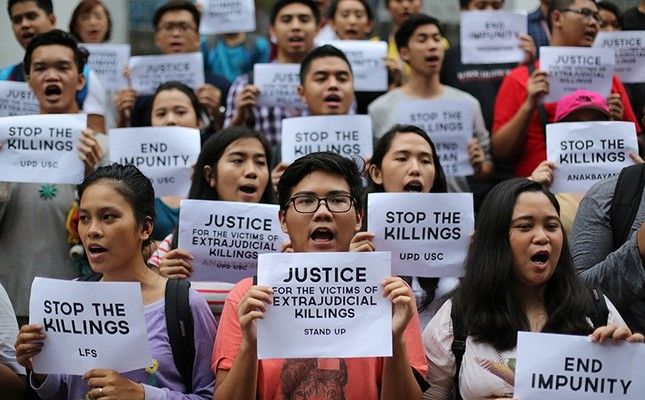 Filipino student activists shout slogans as they call for justice for victims of extrajudicial killings during a rally at the University of the Philippines in suburban Quezon city, north of Manila, Philippines, Thursday Aug. 11, 2016. (AP Photo)