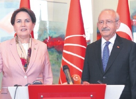 Main opposition Republican Peopleu2019s Party (CHP) Chairman Kemal Ku0131lu0131u00e7darou011flu, right, with the newly formed nationalist Good Partyu2019s (u0130P) leader Meral Aku015fener following their meeting in Ankara ahead of the June elections, April 25.