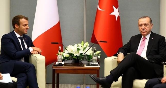 أردوغان وماكرون يبحثان هاتفياً آخر التطورات في سوريا