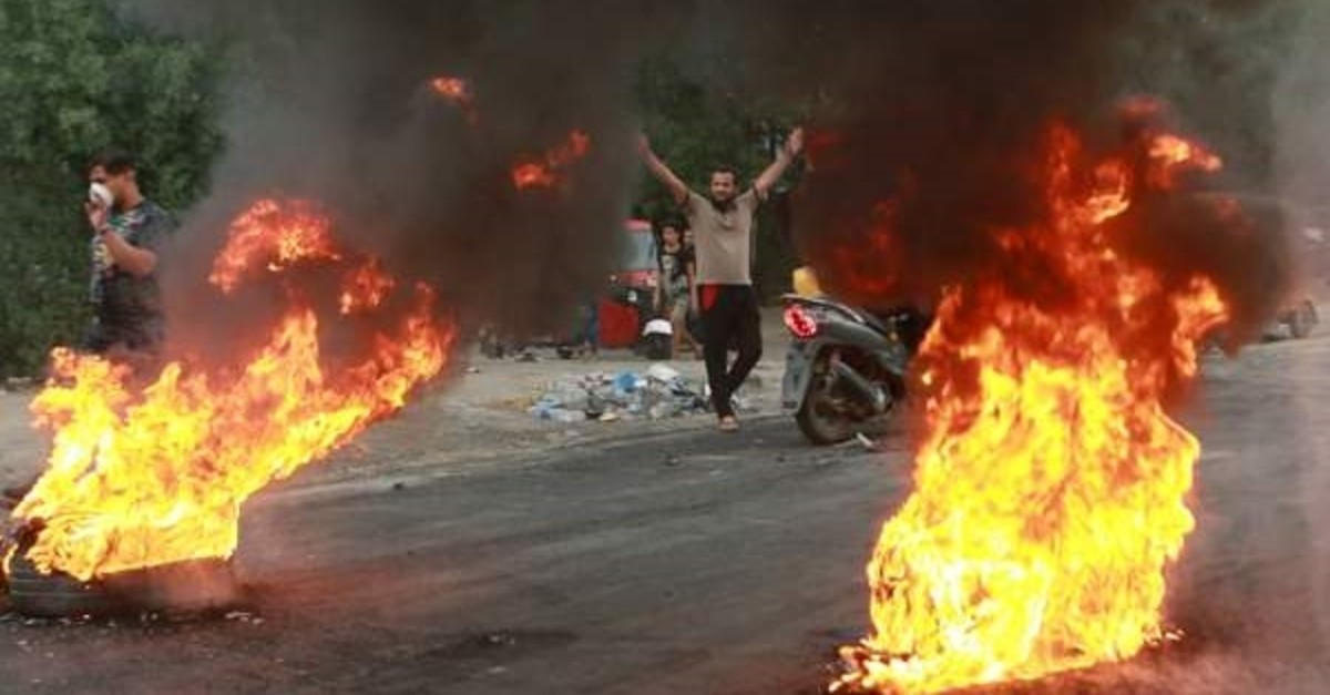 Anti-government protesters set fires and close a street during a demonstration, Baghdad, Oct. 6, 2019. (AP Photo)
