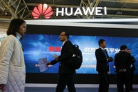 US considers new executive order to bar Huawei, ZTE purchases