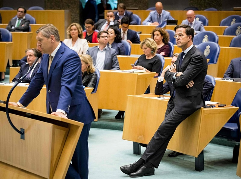 Dutch Prime Minister Mark Rutte (R) of the VVD looks on during a debate in Parliament in The Hague on June 27, 2017, about the final report of informer Herman Tjeenk Willink about coalition parties willing to form a new cabinet. (AFP Photo)