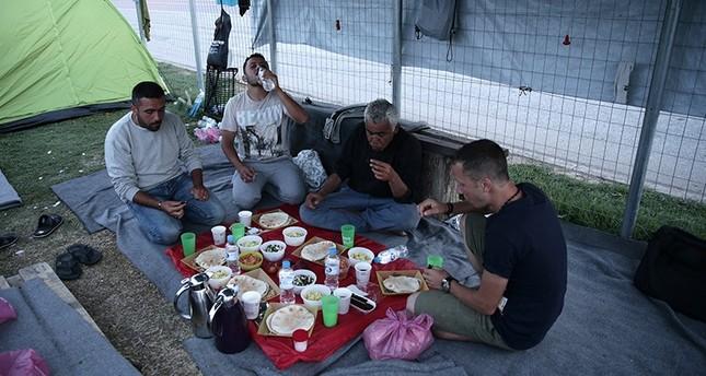 لاجئو الحدود اليونانية المقدونية يقضون أول أيام رمضان بظروف قاسية