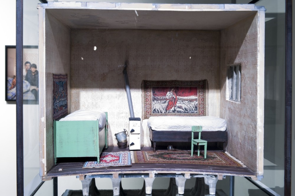 In ,Miniature Rooms,, participants will get a closer look into the rooms of the childhood house created by artist Andra Ursuta and design their own miniature rooms in a shoebox using fabric, wood and other recycled materials.