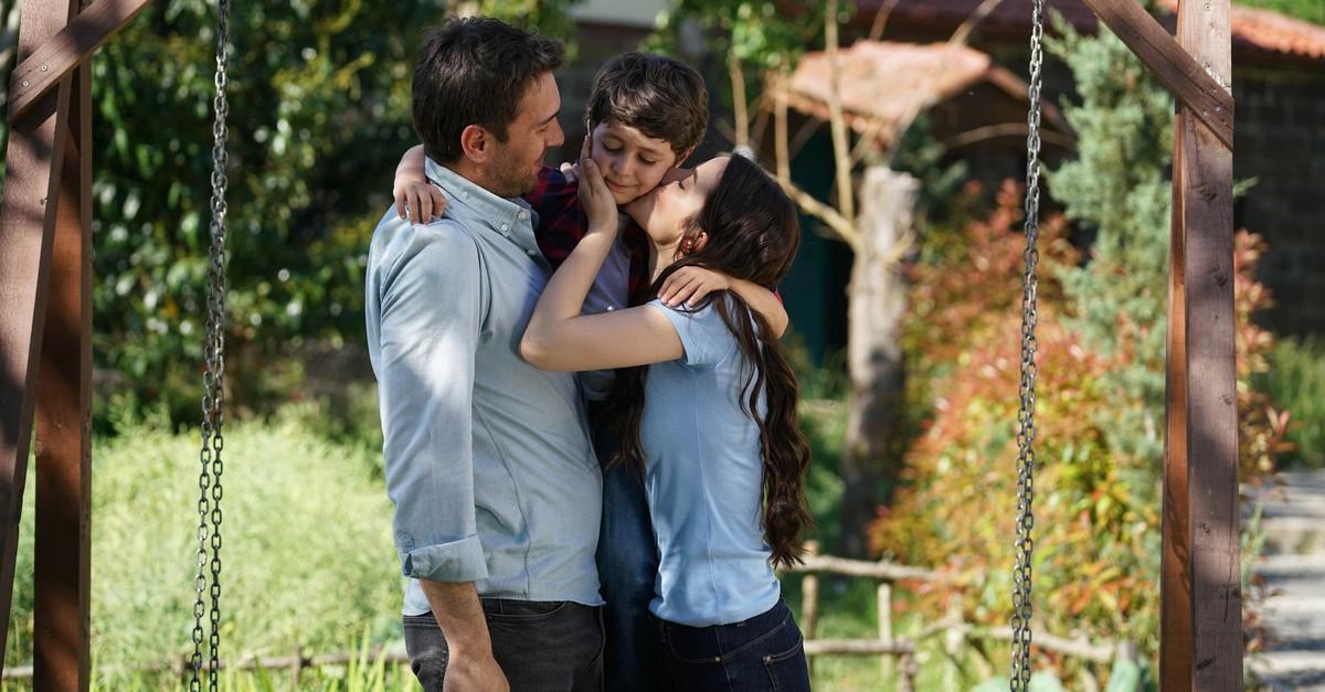 A scene from ATV's hit series ,Sen Anlat Kardeniz, (Lifeline).