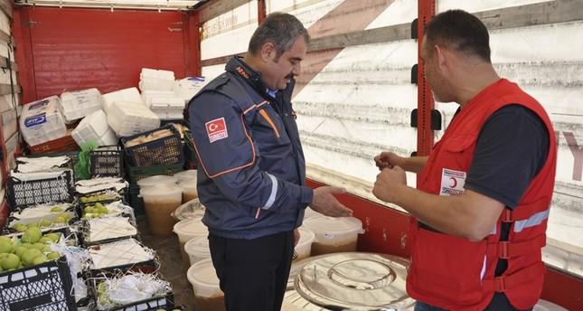 الهلال الأحمر التركي يوزع أكثر من 15 ألف وجبة طعام يومياً في جرابلس السورية