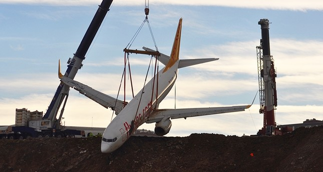 Plane lifted from cliff edge after skidding in Trabzon