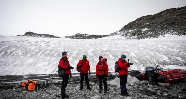 البعثة التركية تجري زيارات للقواعد العلمية في أنتاركتيكا
