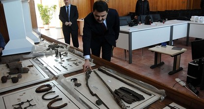 pA total of 704 artifacts believed to date back to the Battle of Gallipoli have been returned to the historical Gallipoli peninsula in northwestern Turkey's Çanakkale, after Gendarmerie teams...