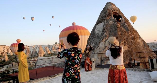 Asian tourists flock to Cappadocia, enjoy balloon tours