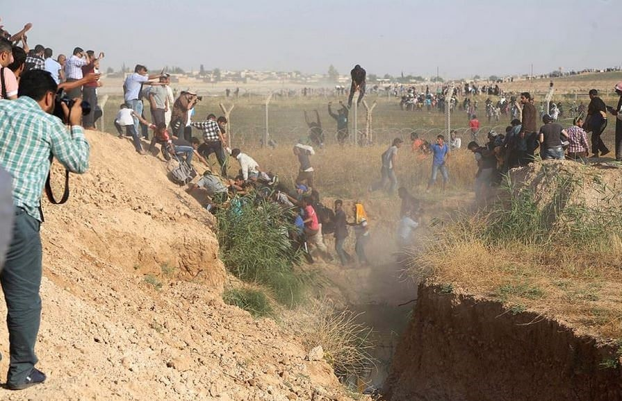 Turkey opens its doors to Syrian refugees fleeing Tal Abyad fighting