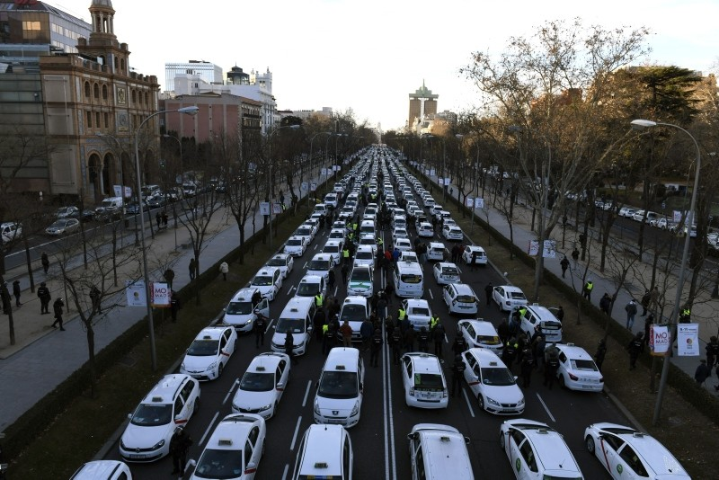 A general view of Castellana Avenue, one of the main avenues in the city, congested by taxi drivers as they continue their indefinite strike in Madrid, Spain, 28 January 2019. (EPA Photo)