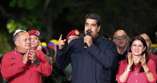 Venezuelan President Nicolas Maduro (R) speaks beside First lady Cilia Flores (R) and  Diosdado Cabello (L), a member of the Constituent Assembly, in Caracas on October 15, 2017 (AFP Photo)