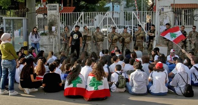 استمرار الاحتجاجات الطلابية في مدن عدة بلبنان لليوم الثالث على التوالي