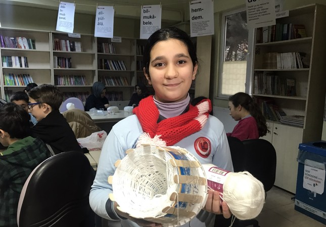 Primary and secondary school students and 80 mothers in Kocaeli Metropolitan Municipality knit scarves and barrettes for Syrian children, Jan. 13, 2019.