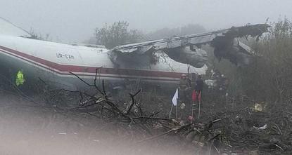 В результате аварийной посадки Ан-12 под Львовом погибли 5 человек